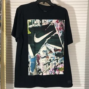 Nike graphic T-shirt size L
